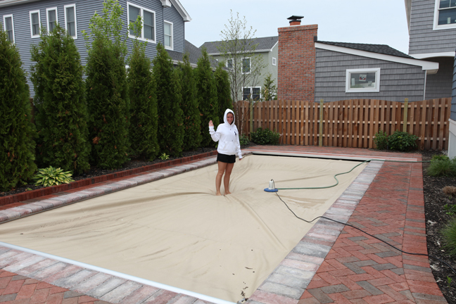 Built In Automatic Safety Covers For Fiberglass Pools Are