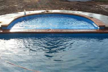 Tanning Ledge-Round fiberglass swimming pool